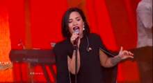 Brad Paisley Ft. Demi Lovato Performs