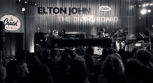 Новый клип Элтона Джона. Elton John - Mexican Vacation (Kids In The Candlelight)